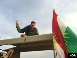 Peshmerga fighter on the Makhmour frontline, Iraq, March 2016. (S. Behn / VOA)