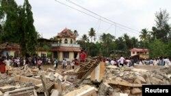 انفجار انبار باروت آتشبازی سبب انهدام بخشی از معبد شد.