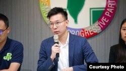 民进党副秘书长、前台湾太阳花学运领袖林飞帆2019年8月30日在民进党中央总部就香港最新局势发展召开记者会。(民进党提供)