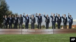 President Barack Obama, center, and leaders of ASEAN, the 10-nation Association of Southeast Asian Nations, wave as they pose for a group photo at the Annenberg Retreat at Sunnylands in Rancho Mirage, Calif., Tuesday, Feb. 16, 2016. With Obama are from left are, ASEAN's Secretary General Le Luong Minh, Brunei's Sultan Hassanal Bolkiah, Cambodia's Prime Minister Hun Sen, Indonesian President Joko Widodo, Malaysia Prime Minister Najib Razak, Laos President Choummaly Sayasone, Philippine President Benigno Aquino III, Singapore Prime Minister Lee Hsien Loong, Thailand Prime Minister Prayuth Chan-ocha, Vietnam Prime Minister Nguyen Tan Dung, and Myanmar Vice President Nyan Tun. (AP Photo/Pablo Martinez Monsivais)
