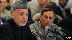 Хамид Карзай и Дэвид Петреус