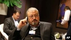 جمال خاشقجی در پی به قدرت رسیدن محمد بن سلمان و سختگیری او بر روزنامه نگاران و منتقدان، ترجیح داد در آمریکا اقامت گزیند.