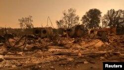 Más de 38.000 residentes en Redding y de otros lugares abandonaron sus hogares conforme el fuego fue cobrando intensidad desde el jueves, lo que dejó el pueblo de Keswick prácticamente destruido.