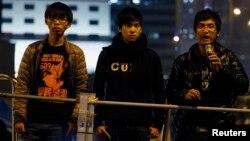 Các lãnh đạo sinh viên (từ trái sang): Joshua Wong, Lester Shum và Alex Chow tham dự cuộc biểu tình Chiếm Trung ở Hồng Kông hồi tháng 12 năm ngoái.
