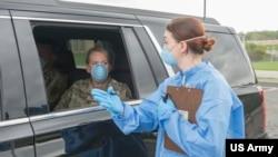 美國陸軍國民警衛隊人員採取新型冠狀病毒預防措施(美國陸軍國民警衛隊2020年3月18日照片)