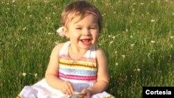 (Cortesía Kxan - NBC) Betty Squier, la madre de Daisy, contó que el consultorio dental le dijeron que había más problemas con los dientes de su hija de lo esperado.