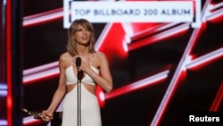 "Taylor Swift accepts the award for Top Billboard 200 Album for ""1989"" at the 2015 Billboard Music Awards in Las Vegas, Nevada, May 17, 2015."
