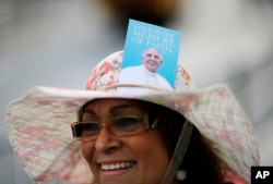Felicia Hernandez, of Orlando, Fla., walks along the Benjamin Franklin Parkway ahead Pope Francis' visit, Sept. 26, 2015, in Philadelphia.