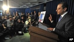 Luật sư Preet Bharara phát biểu tại 1 cuộc họp báo liên quan đến việc các công tố viên nói rằng quỹ SAC Capital Advisors đã đồng ý nhận tội, New York, 4/11/2013