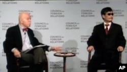 在孔杰榮教授陪同下在紐約的外交關係協會與外界交談