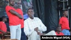 Venâncio Mbande e parte da sua orquestra
