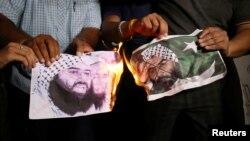 بھارت کے شہر احمد آباد میں لوگ مسعود اظہر کی تصاویر کو نذر آتش کر کے اقوام متحدہ کی جانب سے اسے عالمی دہشت گرد قرار دیے جانے کے فیصلے پر مسرت کا اظہار کر رہے ہیں۔ یکم مئی 2019