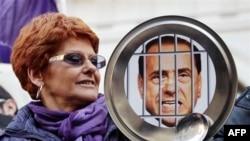 İtalyan Kadınlar Berlusconi Aleyhtarı Gösterilerini Sürdürdü