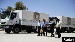 Машини з гуманітарною допомогою ООН на кордоні Сирії