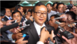Sam Rainsy, leader of the opposition Cambodia National Rescue Party, is surrounded by journalists after a meeting in Senate headquarters in Phnom Penh, file photo.