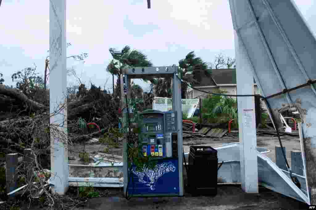 Cảnh tượng hoang tàn sau khi cơn bão Michael quét qua thành phố Panama, Florida, 10/10/2018.