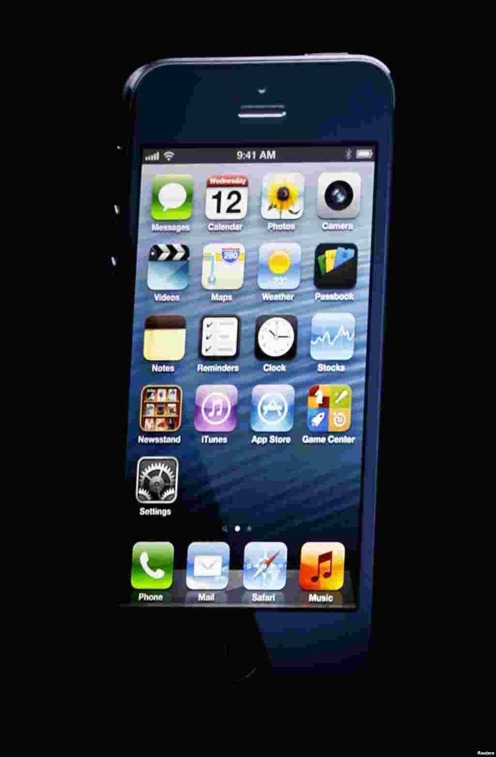 El iPhone 5 pesa 112 gramos, lo que lo hace más liviano que el iPhone 4.