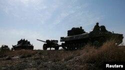 27일 우크라이나 동부 데벨체베 인근 지역에서 정부군이 철수하고 있다.