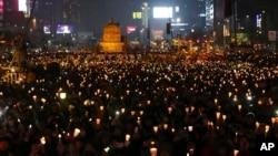 南韓人舉行燭光抗議集會要求朴槿惠下台