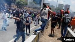 Venesuelada etiraz