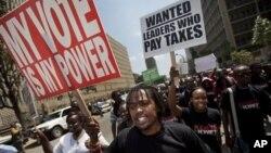 9일 국회의원들 보너스 지급 법안에 반대하는 케냐 나이로비의 시위대.