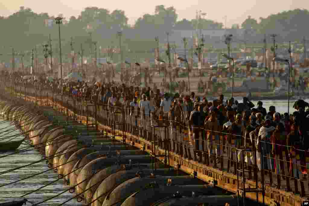 Hindu devotees arrive for a holy dip at Sangam, the confluence of the Rivers Ganges, Yamuna and mythical Saraswati in Allahabad, India.