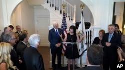 副总统彭斯及夫人发表演说欢迎州长参与会议