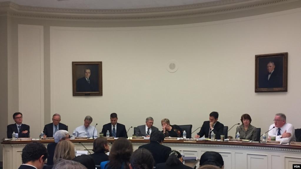 美中经济与安全审查委员会5月4日召开听证会讨论中国政府对互联网的控制、国际宣传,以及网络战争策略。(照片来源:美国之音记者李逸华拍摄)