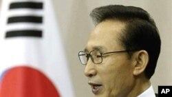 韩国总统李明博(资料照片)