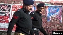پنجاب پولیس کے اہلکار بڑھی ہوئی توند اور موٹی کمر سے پریشان