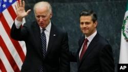 拜登(左)和墨西哥总统涅托