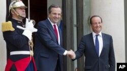 Perdana Menteri Yunani Francois Hollande (kanan) dan Perdana Menteri Yunani Antonis Samaras di Istana Elysee. (Foto: AP)