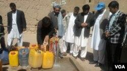 Menurut WaterAid, sekitar 900 juta orang di seluruh dunia masih belum mendapatkan akses ke air bersih, umumnya di negara berkembang.