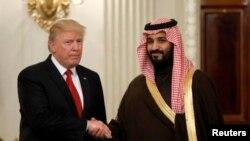 Presiden AS Donald Trump menerima Wakil Putra Mahkota Arab Saudi Mohammed bin Salman bertemu hari Selasa (14/3) di Gedung Putih.