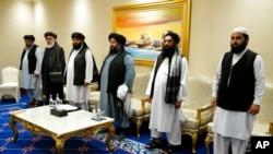 Arhiva - Članovi mirovne delegacije talibana tokom zvaničnih pregovora u Dohi, Katar, 21. novembra 2020.