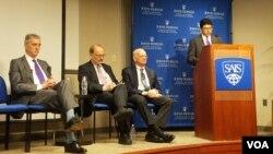 سفرای پیشین امریکا در افغانستان و پاکستان از مذاکرات صلح برای ثبات افغانستان استقبال کردند