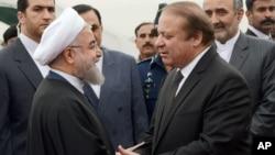 하산 로하니 이란 대통령이 25일 파키스탄 이슬라마바드를 방문해 나와즈 샤리프 파키스탄 총리와 만났다.