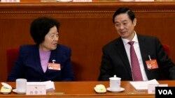 中共中央统战部长孙春兰和中宣部长刘奇葆在人大会议上(2017年3月8日)