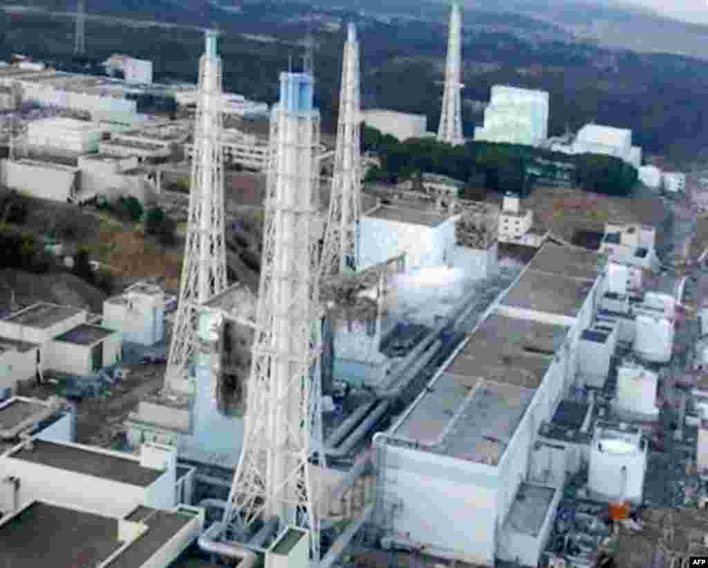 An aerial view taken from a helicopter from Japan's Self-Defence Force shows damage sustained to the reactors at the Fukushima Daiichi nuclear power complex in this handout taken March 16, 2011 and released March 17, 2011. Reactors No. 1 to 4 are seen fro