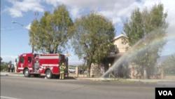 加利福尼亞州南部地區的一家穆斯林清真寺發生了火災,消防站現場灌救。(視頻截圖)