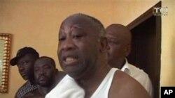لۆران باگبۆی له دهمی دهسـتگیرکردنی له ماڵهکهی خۆی له ئابیجان، دووشهممه 11 ی چواری 2011