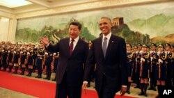 美国总统奥巴马(右)和中国国家主席习近平2014年11月在北京人民大会堂