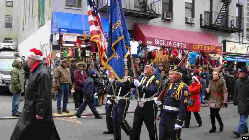 纽约华埠社团与小意大利区商家联合举办圣诞游行