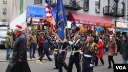Vlasnici kompanija u Kineskoj četvrti i Maloj Italiji u Njujorku drže zajedničku božićnu paradu.