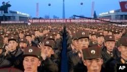 Солдати на площі Кім Ір Сена в Пхеньяні