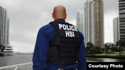 Nhân viên của Cơ quan Thực thi Di trú và Hải quan Hoa Kỳ-ICE. Photo: U.S. Immigration and Customs Enforcement