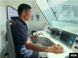 Cheng Chanty was steering a train at the driver cab. (Bun Sokha/VOA Khmer)