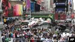 Pameran lego Star Wars X-Wing Starfighter di New York, Mei 2013, yang merupakan lego terbesar yang pernah dirakit dengan 5,3 juta kepingan lego. (Foto: Dok)