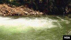 La mayor parte de lo que queda en la parte baja del río Jordán, son aguas negras, residuos agrícolas y agua salada.