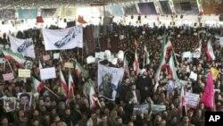 2月16日伊朗民众为在反政府集会中被枪杀的一名学生举行葬礼